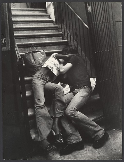 [Street Scene- Couple Kissing on Building Steps, New York City. Leon Levinstein. 1988.