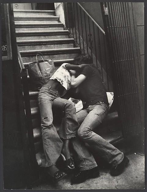 [Street Scene- Couple Kissing on Building Steps, New York City. Leon Levinstein. 1988.