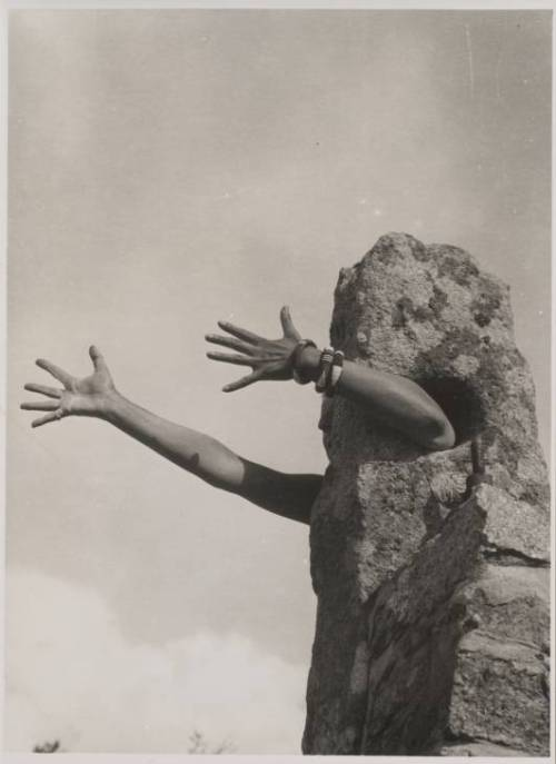I Extend My Arms 1931 or 1932 by Claude Cahun 1894-1954